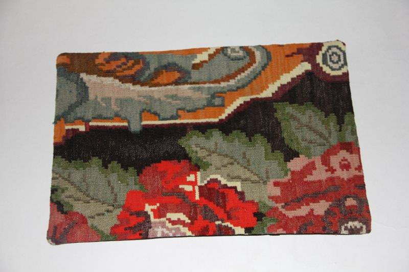 Kelimkussen nr 1814 (60cm x 40cm) incl. binnenkussen. Kussen gemaakt van authentieke rozenkelim