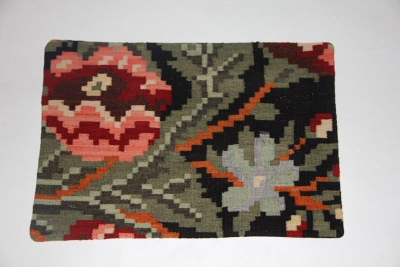 Kelimkussen nr 1815 (60cm x 40cm) incl. binnenkussen. Kussen gemaakt van authentieke rozenkelim