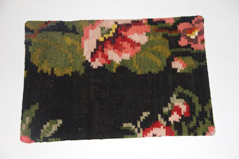 Kelimkussen nr 1819 (60cm x 40cm) incl. binnenkussen. Kussen gemaakt van authentieke rozenkelim