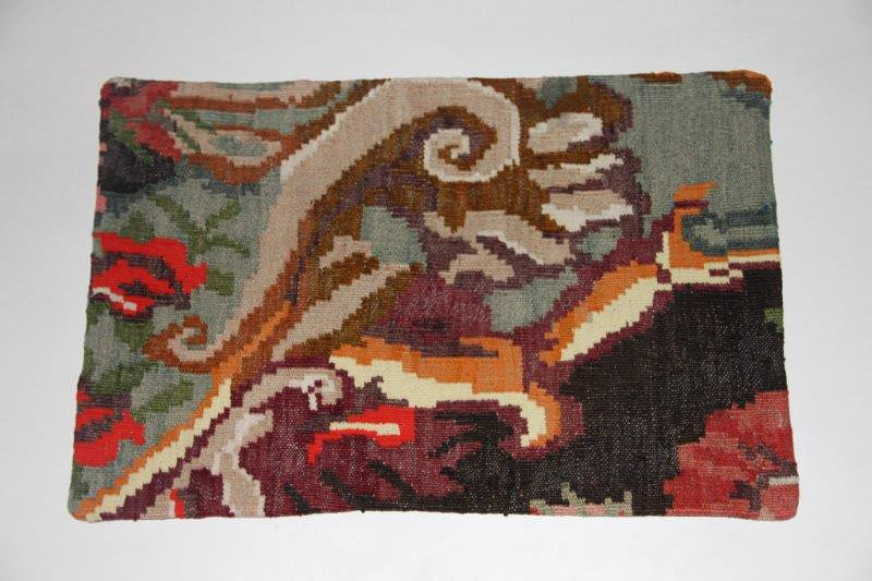 Kelimkussen nr 1827 (60cm x 40cm) incl. binnenkussen. Kussen gemaakt van authentieke rozenkelim