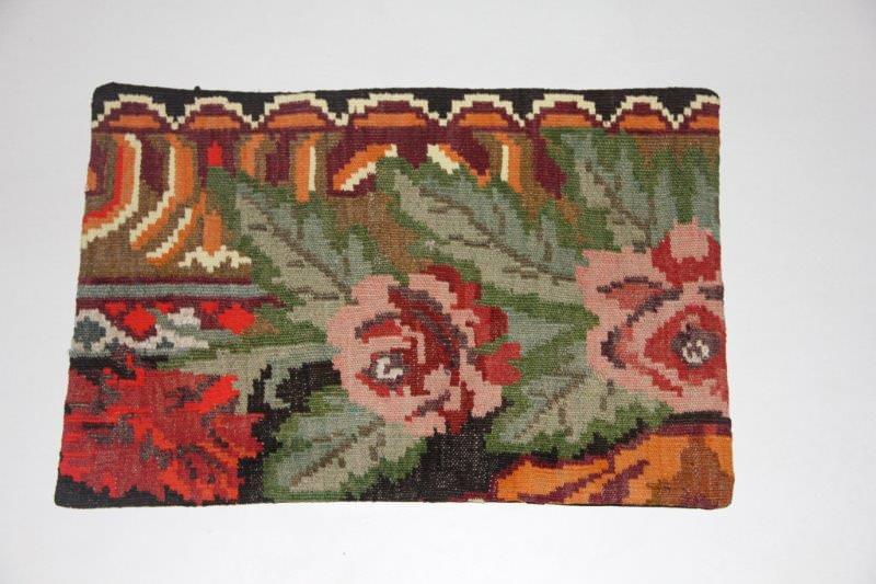Kelimkussen nr 1830 (60cm x 40cm) incl. binnenkussen. Kussen gemaakt van authentieke rozenkelim