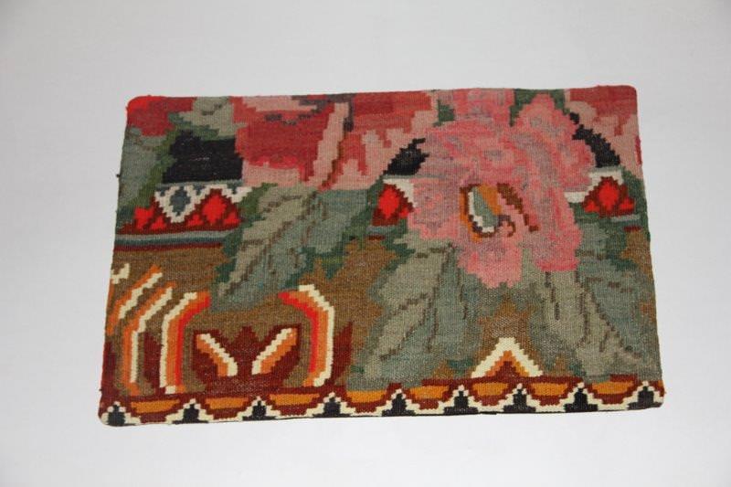 Kelimkussen nr 1831 (60cm x 40cm) incl. binnenkussen. Kussen gemaakt van authentieke rozenkelim