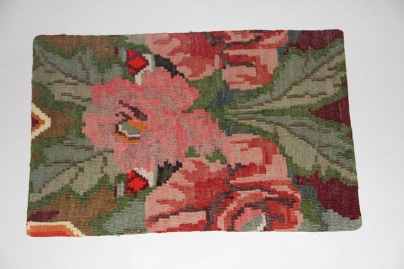 Kelimkussen nr 1837 (60cm x 40cm) incl. binnenkussen. Kussen gemaakt van authentieke rozenkelim