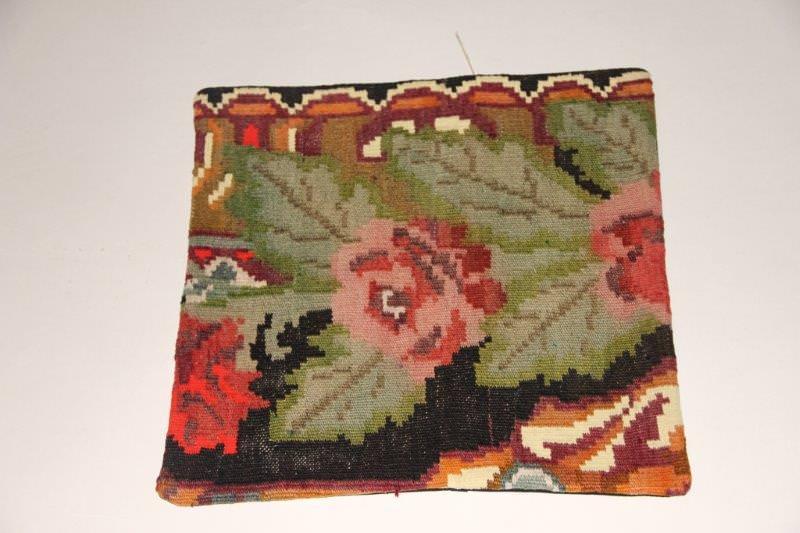 Kelimkussen nr 1911 (45cm x 45cm) incl. binnenkussen. Kussen gemaakt van authentieke rozenkelim