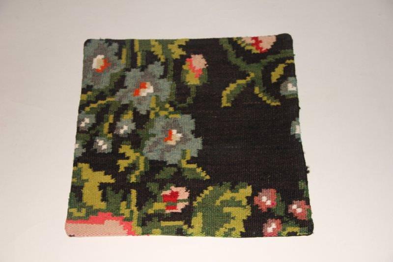 Kelimkussen nr 1914 (45cm x 45cm) incl. binnenkussen. Kussen gemaakt van authentieke rozenkelim