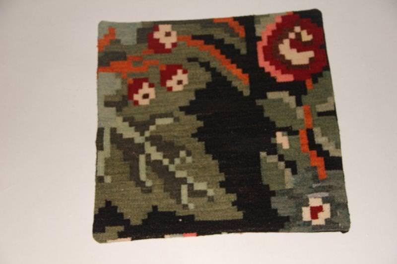 Kelimkussen nr 1920 (45cm x 45cm) incl. binnenkussen. Kussen gemaakt van authentieke rozenkelim