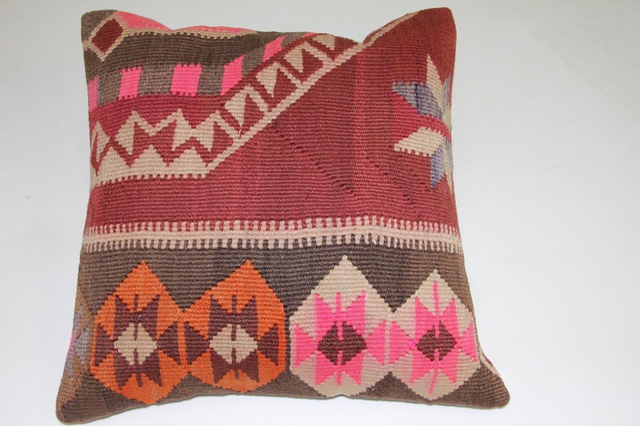 Kussen gemaakt van kleed uit anatolie  50cm x 50cm incl binnenkussen katoenen achterkant (beige)