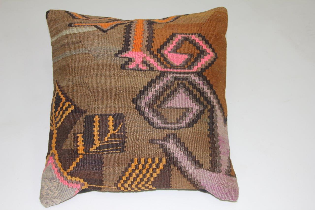 Kussen gemaakt van kleed uit anatolie  45cm x 45cm incl binnenkussen katoenen achterkant (beige)