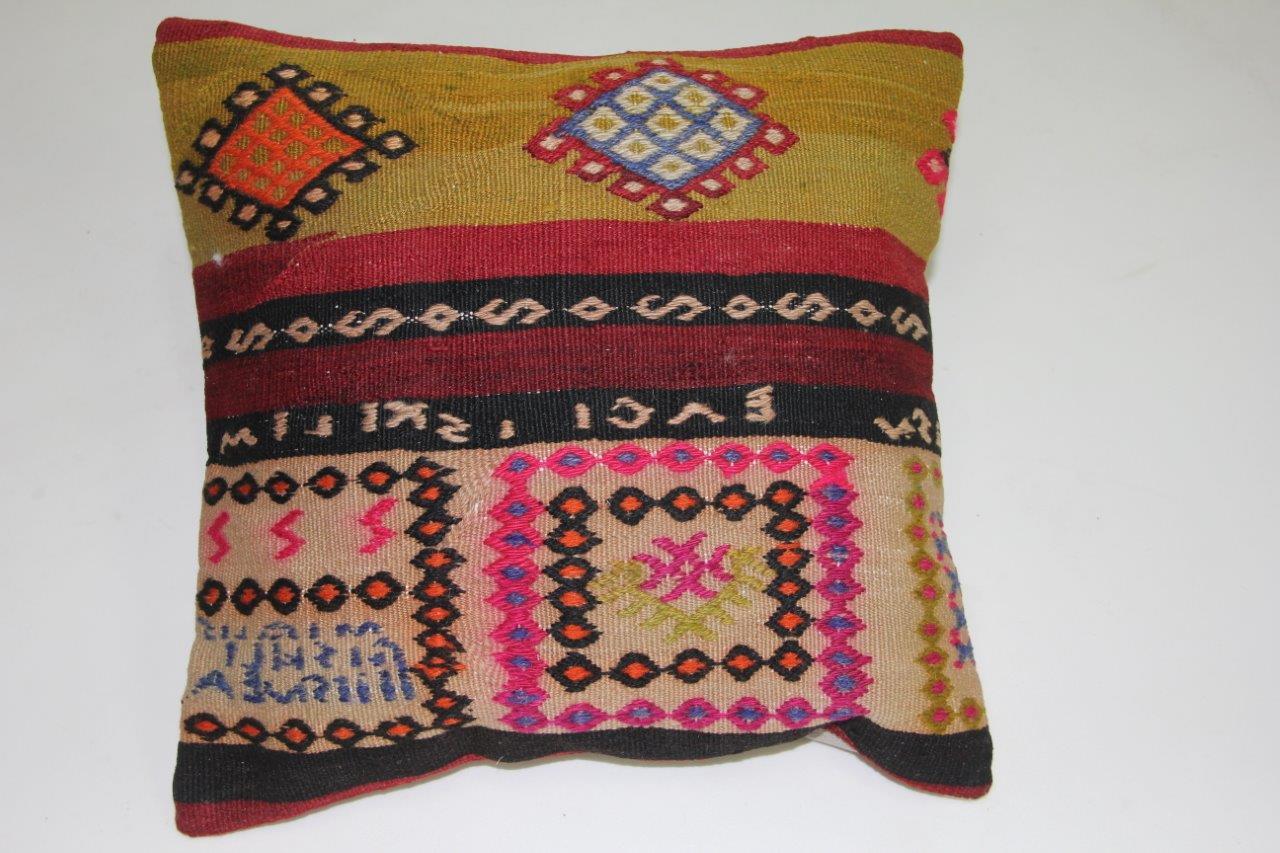 Kussen gemaakt van kleed uit anatolie  40cm x 40cm incl binnenkussen katoenen achterkant (beige)