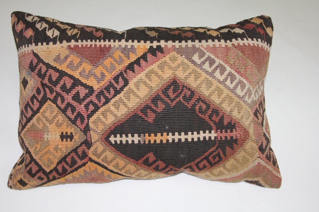 Afbeelding van Kussen gemaakt van kleed uit anatolie 60cm x 40cm incl binnenkussen katoenen achterkant (beige)