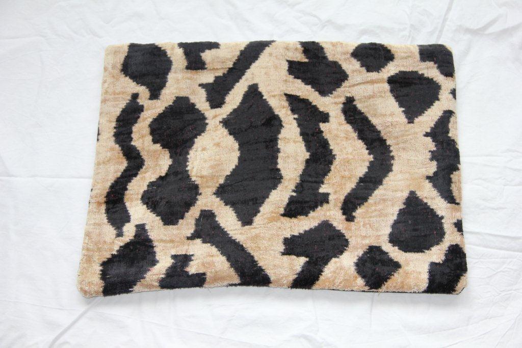 Kussen gemaakt van Turkse stof 621 (60cm x 40cm)