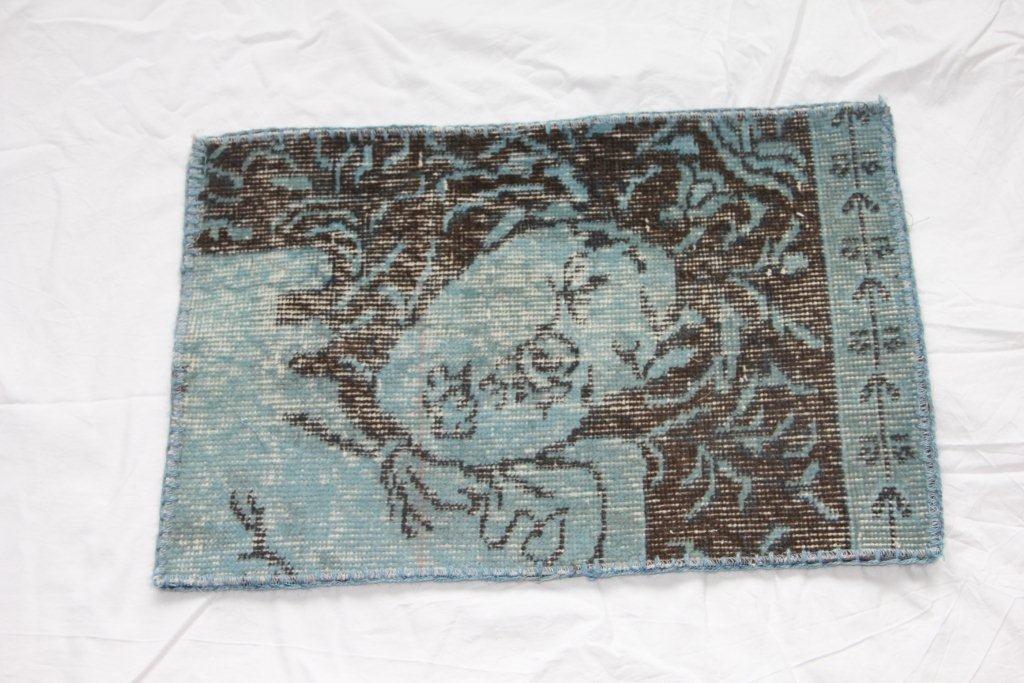 Recoloured vintage kussens 655 (60cm x 40cm)