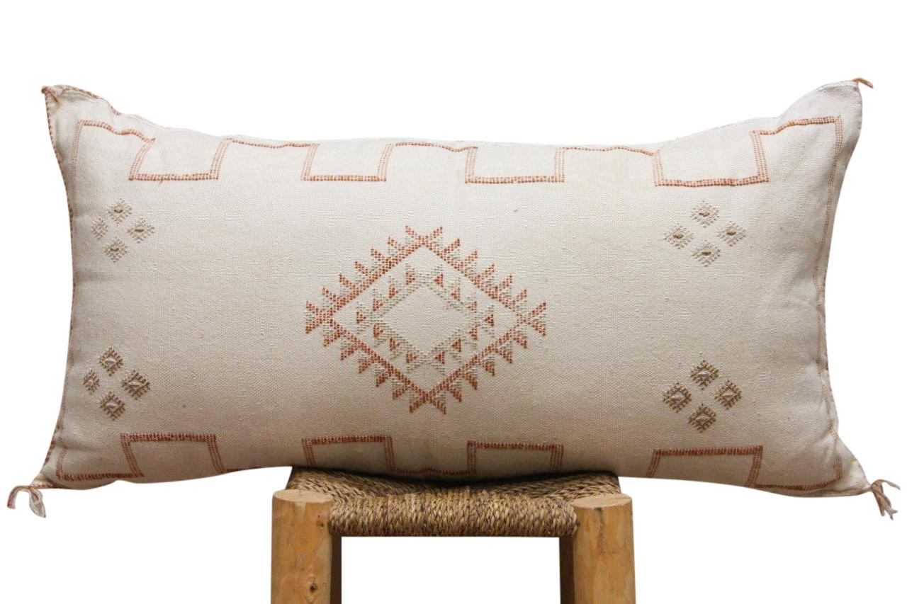 Kussen uit Marokko  wit beige 100cm x 50cm incl vulling nr. 44122
