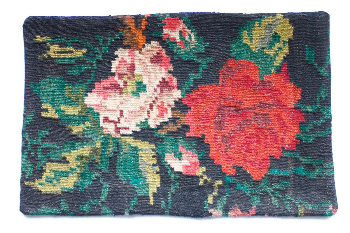 Rozenkelim kussen nr 1500 (60cm x 40cm) Kussen gemaakt van authentieke rozenkelim, inclusief binnenkussen