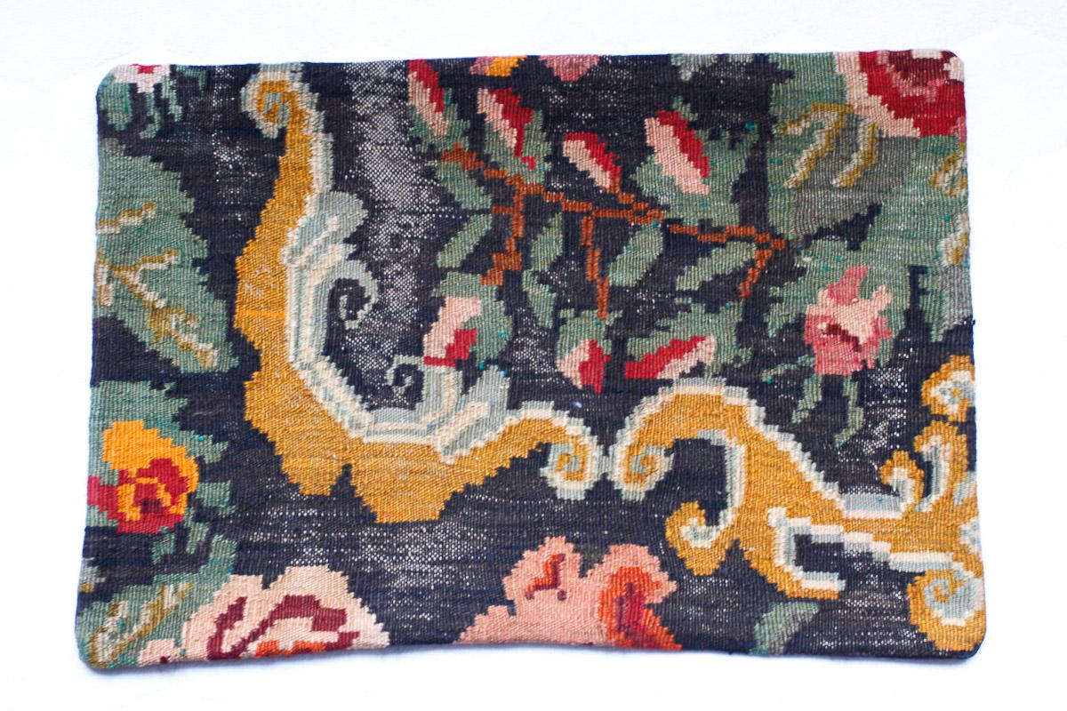 Rozenkelim kussen nr 1513 (60cm x 40cm) Kussen gemaakt van authentieke rozenkelim, inclusief binnenkussen