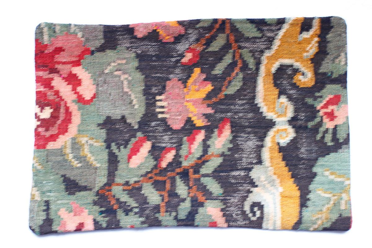 Rozenkelim kussen nr 1516 (60cm x 40cm) Kussen gemaakt van authentieke rozenkelim, inclusief binnenkussen