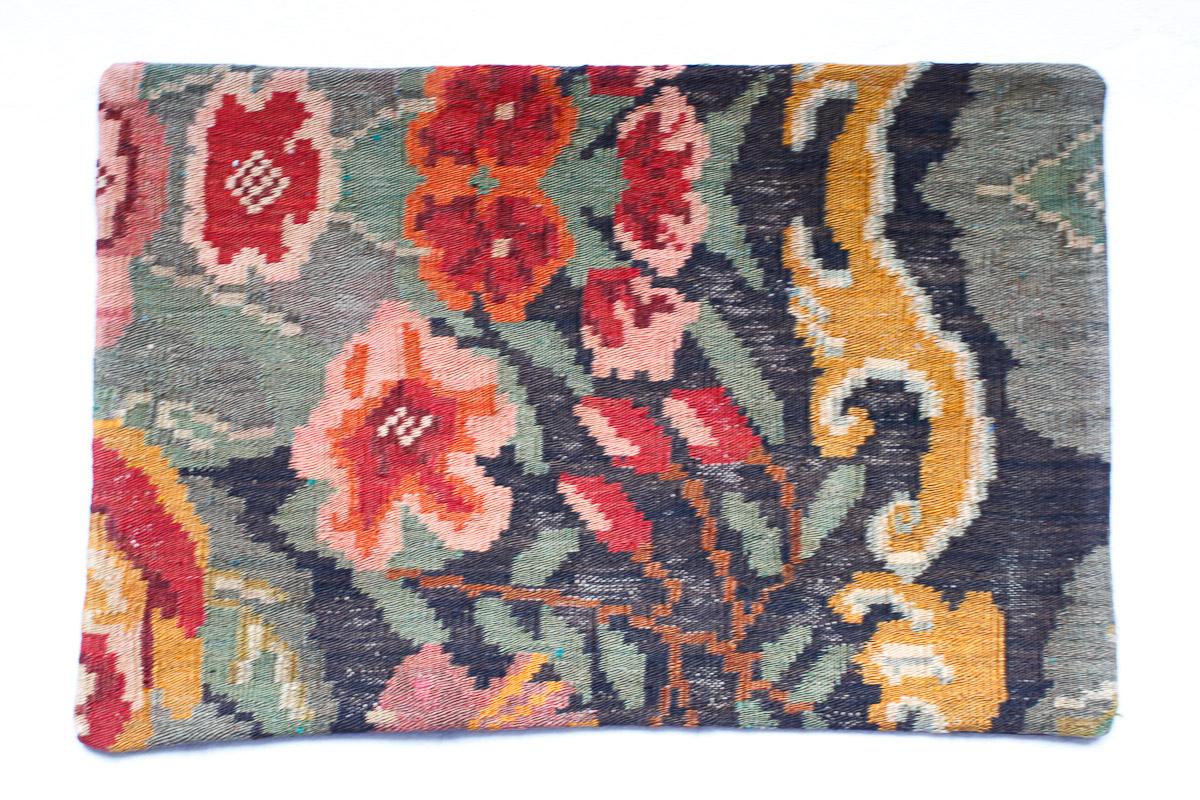 Rozenkelim kussen nr 1518 (60cm x 40cm) Kussen gemaakt van authentieke rozenkelim, inclusief binnenkussen