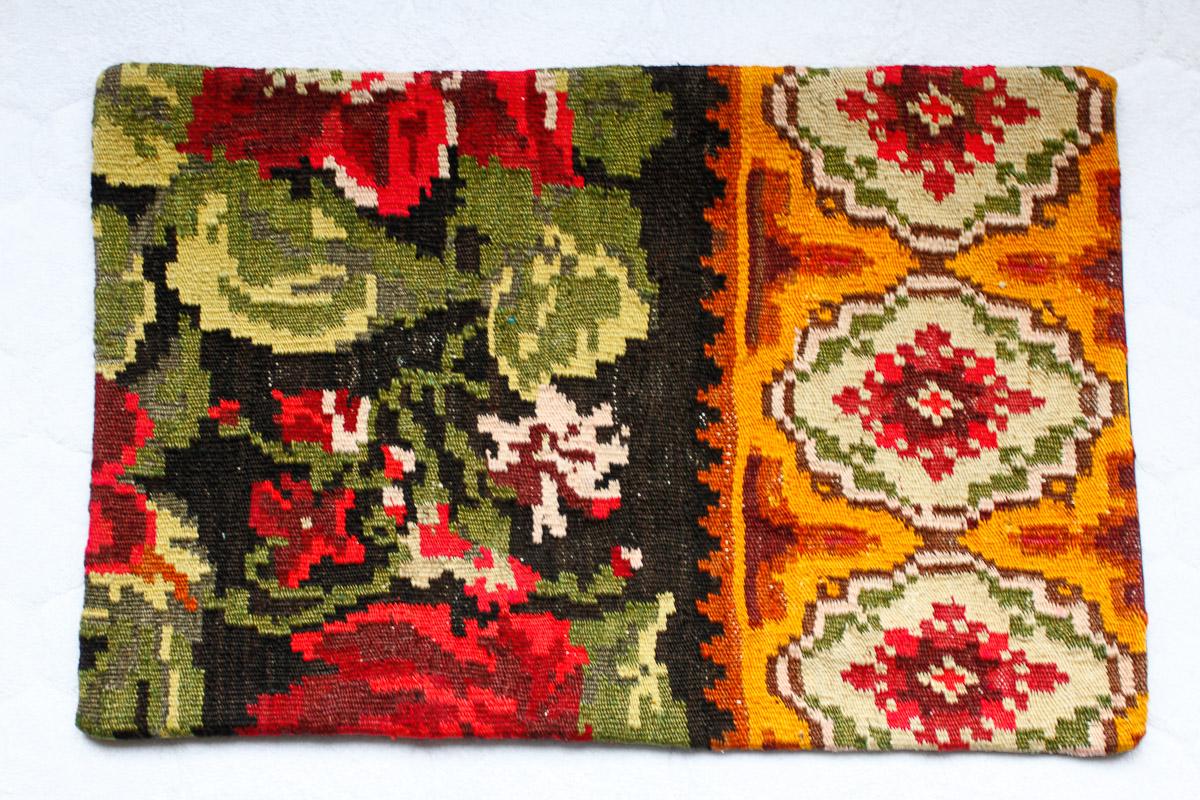 Rozenkelim kussen nr 1520 (60cm x 40cm) Kussen gemaakt van authentieke rozenkelim, inclusief binnenkussen