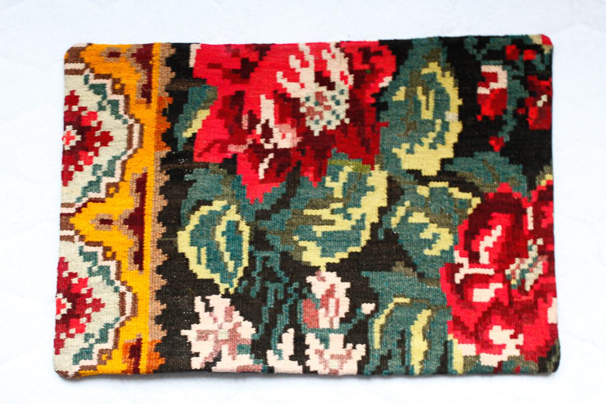 Rozenkelim kussen nr 1530 (60cm x 40cm) Kussen gemaakt van authentieke rozenkelim, inclusief binnenkussen
