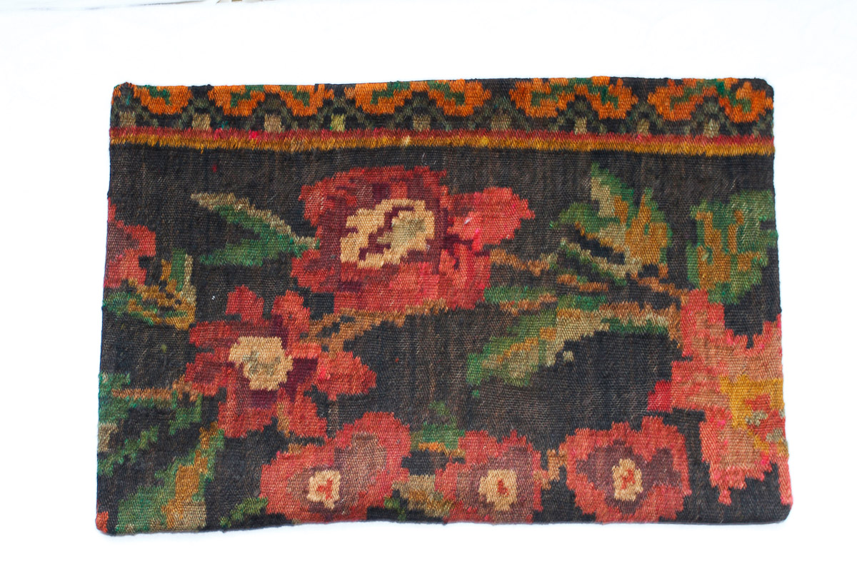 Rozenkelim kussen nr 1533 (60cm x 40cm) Kussen gemaakt van authentieke rozenkelim, inclusief binnenkussen