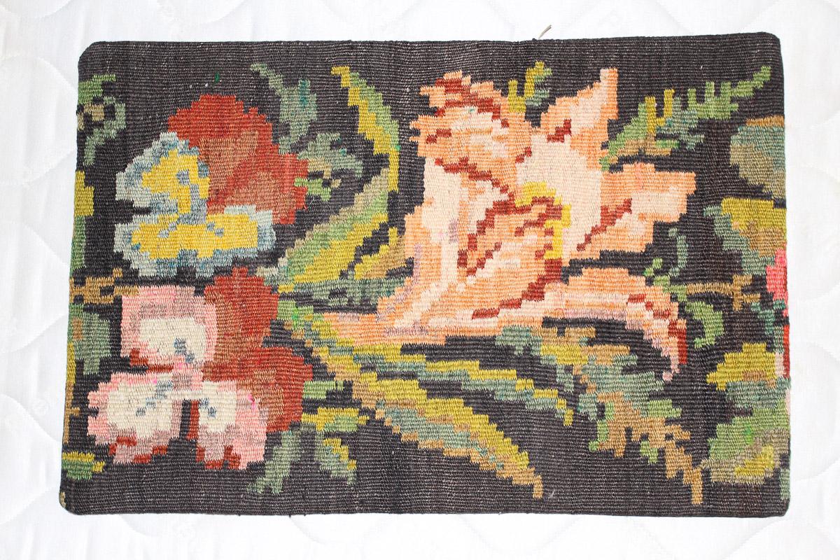 Rozenkelim kussen nr 1588 (60cm x 40cm) Kussen gemaakt van authentieke rozenkelim, inclusief binnenkussen