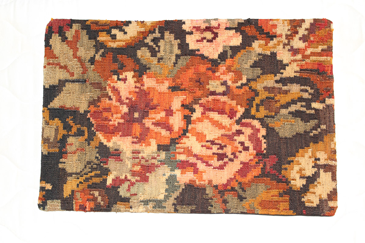 Rozenkelim kussen nr 1592 (60cm x 40cm) Kussen gemaakt van authentieke rozenkelim, inclusief binnenkussen