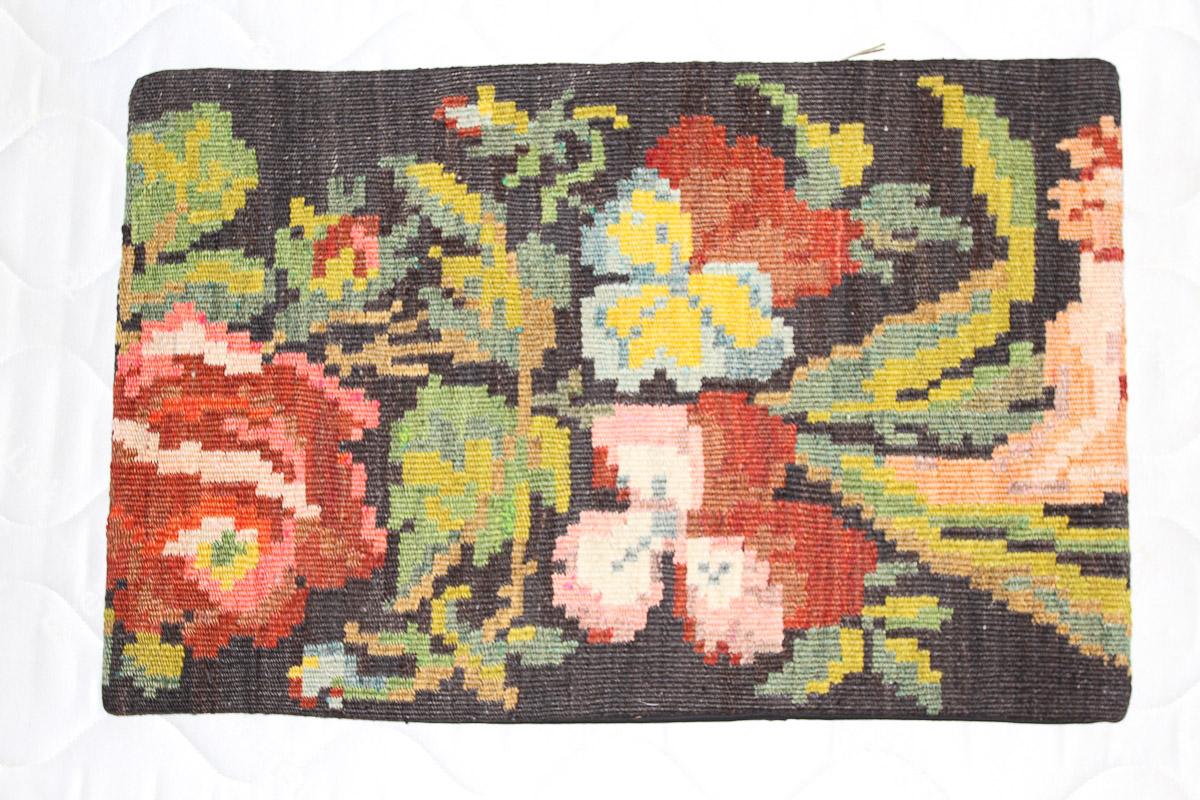 Rozenkelim kussen nr 1593 (60cm x 40cm) Kussen gemaakt van authentieke rozenkelim, inclusief binnenkussen