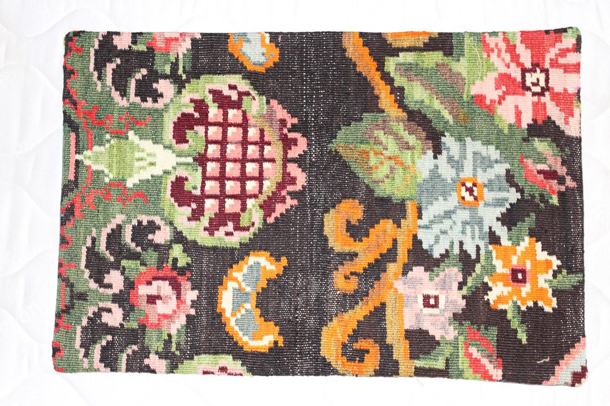 Rozenkelim kussen nr 1603 (60cm x 40cm) Kussen gemaakt van authentieke rozenkelim, inclusief binnenkussen