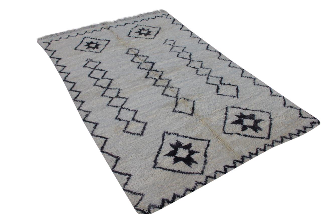 Ivoorwit Beni Ouarain vloerkleed uit Marokko no 3227 (282cm x 188cm)