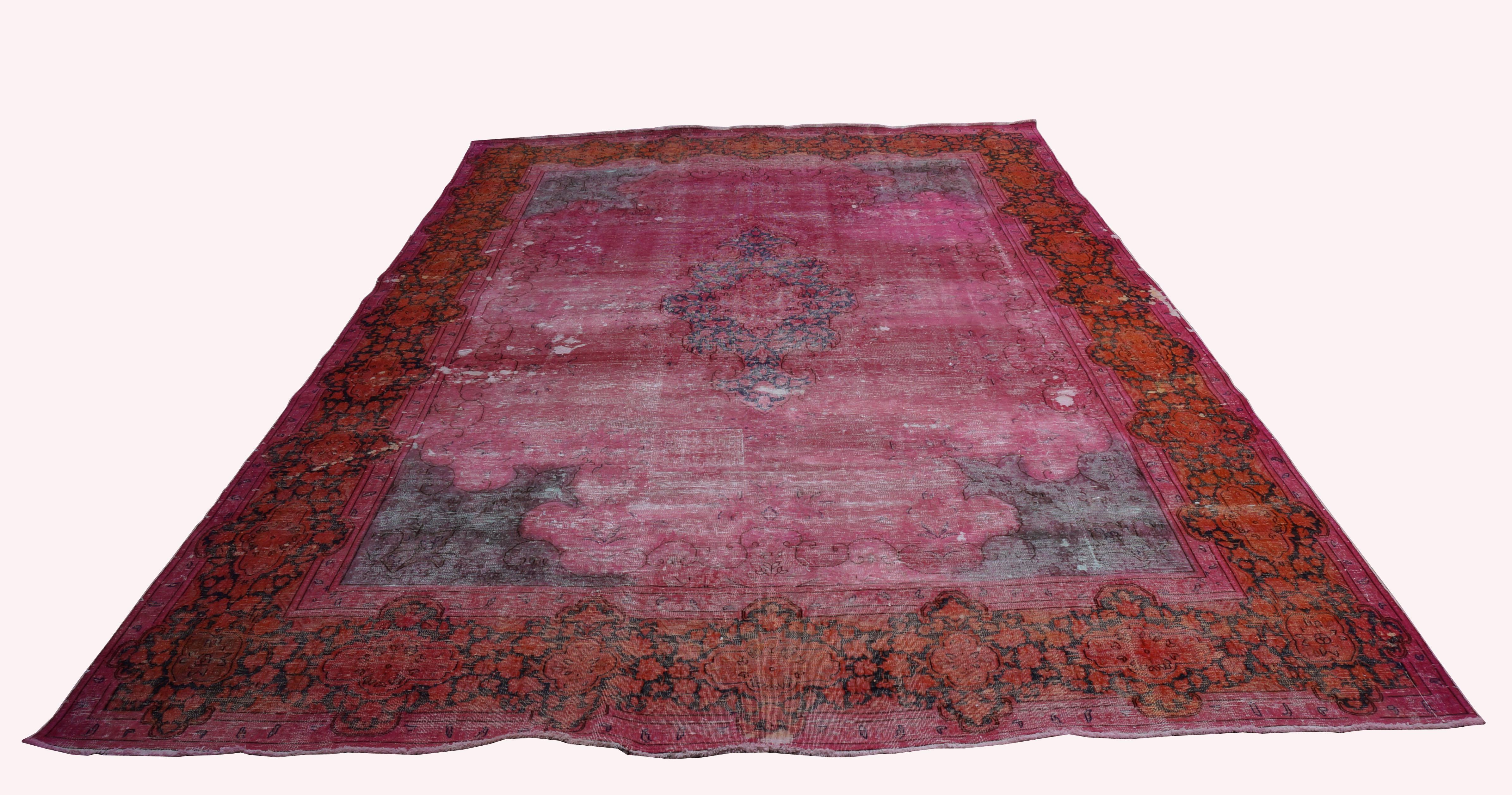 Recoloured vloerkleed nr 1650   (419cm x 300cm) tapijt wat een nieuwe hippe trendy kleur heeft gekregen.