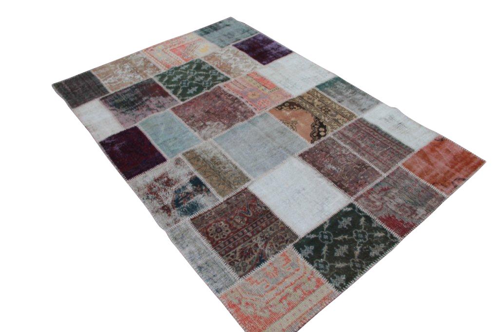 Patchwork recoloured vintage vloerkleed nr 1112     (292cm x 195cm) Dit vloerkleed kunnen wij begin mei leveren.