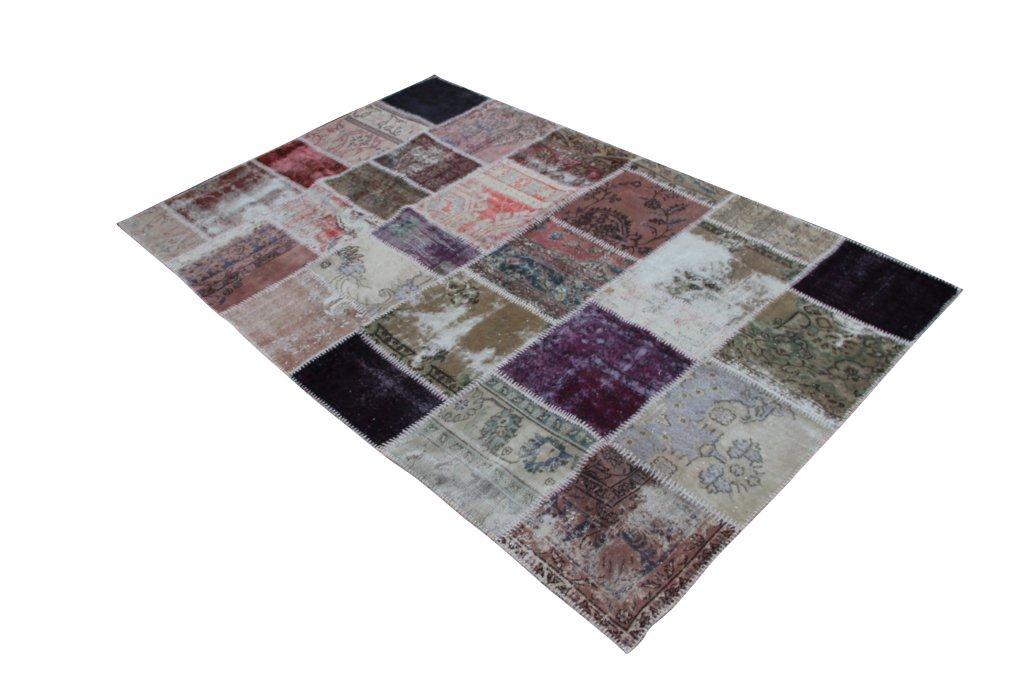 Patchwork recoloured vintage vloerkleed nr 1115     (306cm x 194cm) Dit vloerkleed kunnen wij begin mei leveren.