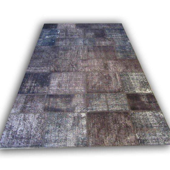 Patchwork tapijt 50 (310cm x 202cm) Dit patchwork kleed ligt bij Vos Interieur in Groningen