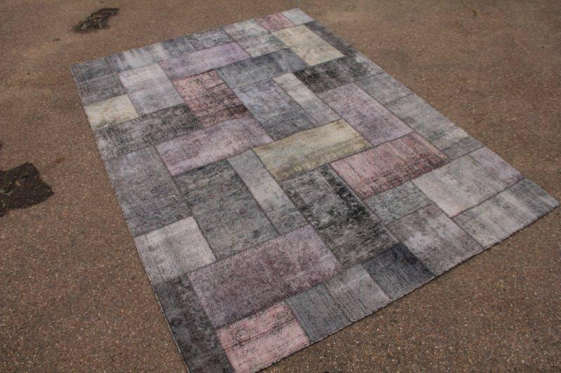 Vintage grijs patchwork vloerkleed 304cm x 223cm (nr49998)  Let op dit kleed is niet door onze kwaliteitscontrole gekomen.