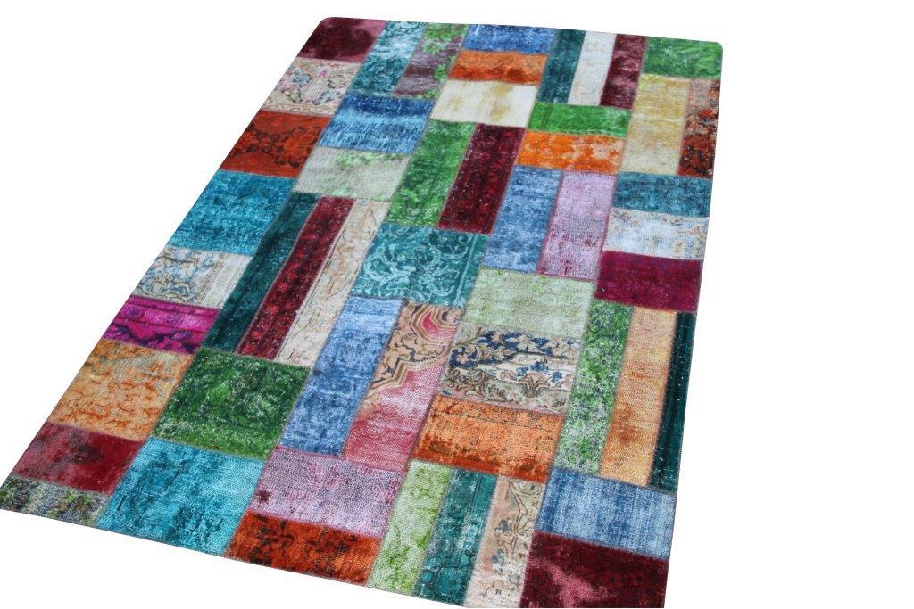Multicolor patchwork vloerkleed no 50682  235cm x 163cm.  Gemaakt van oude kleden, incl onderkleed van katoen.