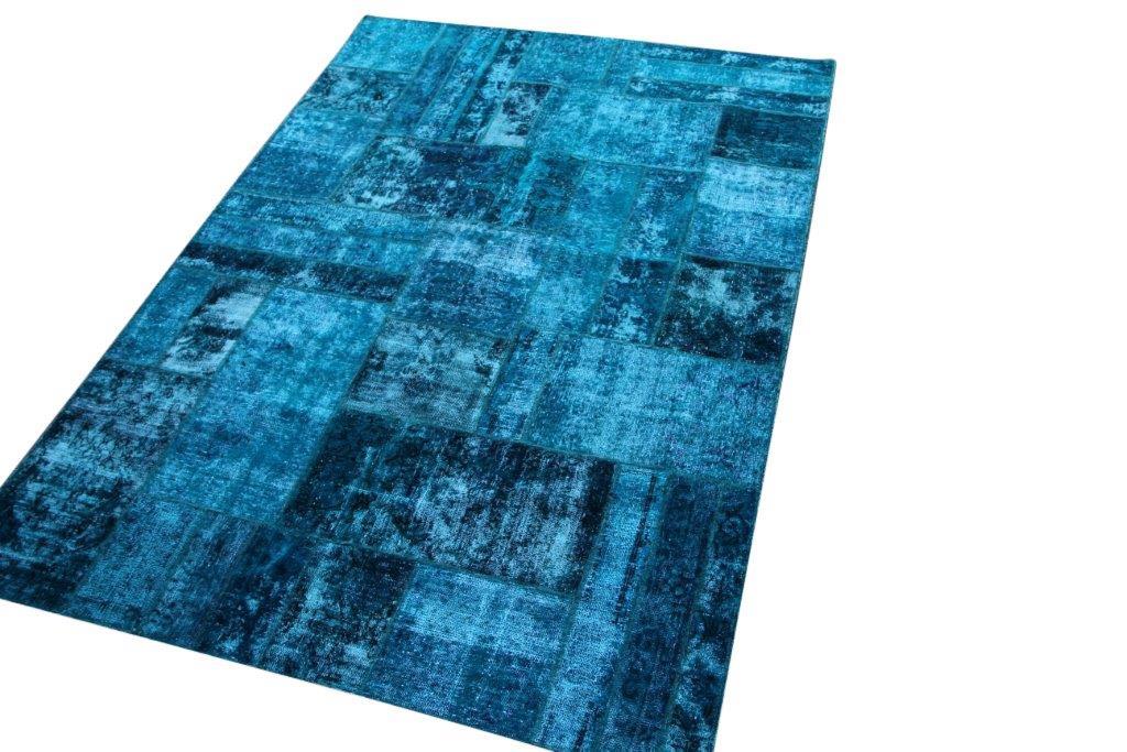 Blauw patchwork vloerkleed no 50687  240cm x 169cm.  Gemaakt van oude kleden, incl onderkleed van katoen.