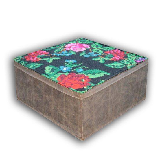 VERKOCHT!!! : grote kelim poef met antieke kelimstof en leer  (80cm x 80cm x 35cm)