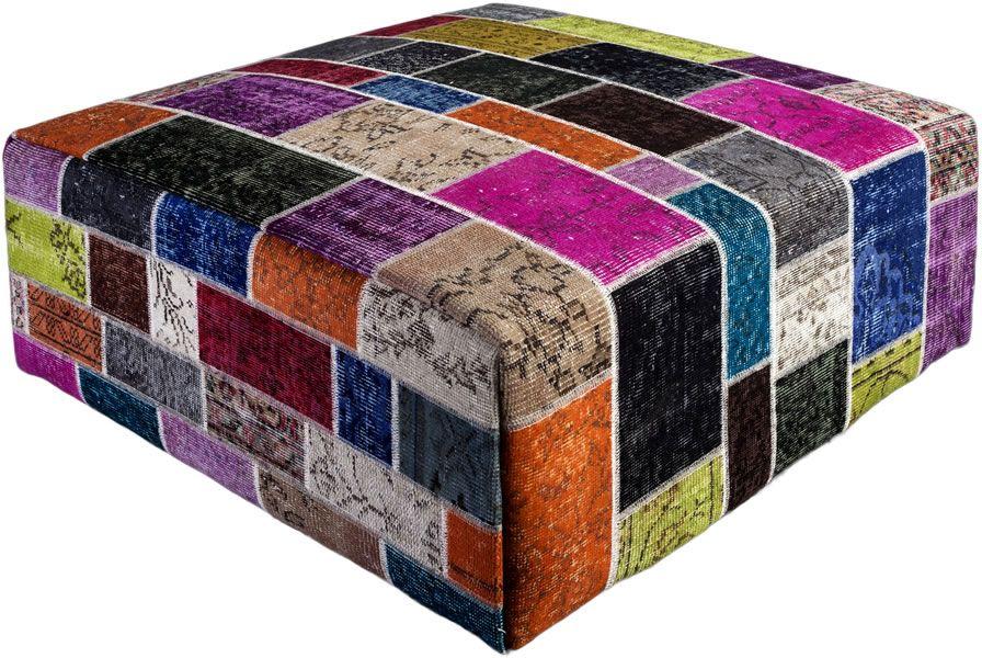 Poef gemaakt uit recoloured vloerkleden. 100cm x 100cm x 40cm hoog  Kleur meerdere (niet op voorraad, levertijd 3 weken)