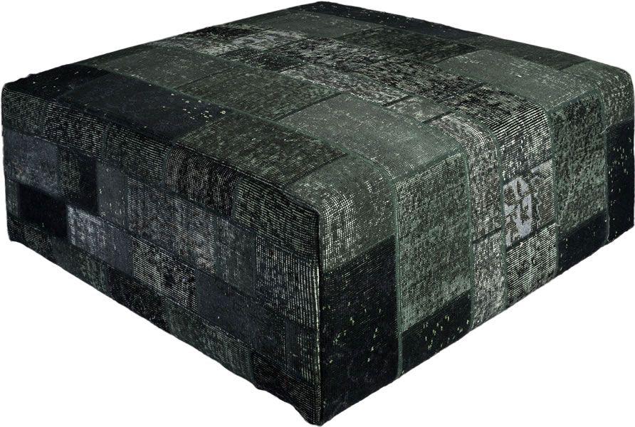 Poef gemaakt uit recoloured vloerkleden. 100cm x 100cm x 40cm hoog  Kleur antraciet (niet op voorraad, levertijd 3 weken)