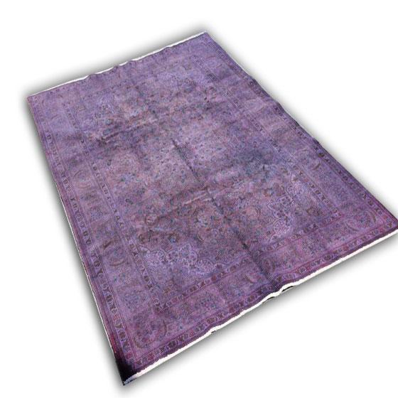 Paars tapijt 224 (330cm x 200cm) U kunt dit kleed bij ons online bestellen maar u kunt het ook bekijken en eventueel kopen bij Vos Interieur in Groningen.