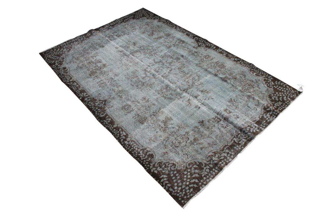 Grijs blauw vloerkleed nr 513   (268cm x 179cm)  U kunt dit kleed bij ons online bestellen maar u kunt het ook bekijken en eventueel kopen bij Silo 6 in Harderwijk