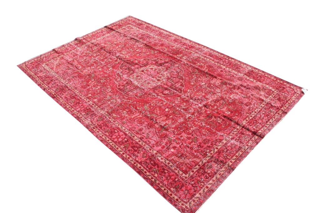 Recoloured vintage donker rood vloerkleed nr 528     (312cm x 208cm) Dit kleed ligt bij Silo 6 in Harderwijk