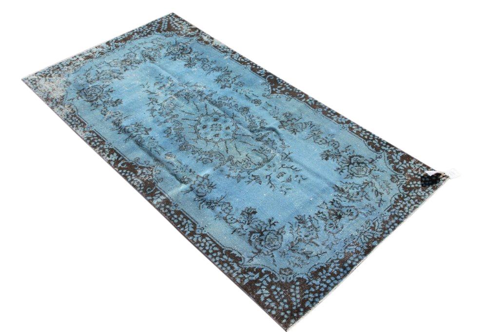 Recoloured grijs blauw vintage vloerkleed nr 531  (221cm x 115cm) tapijt wat een nieuwe hippe trendy kleur heeft gekregen.