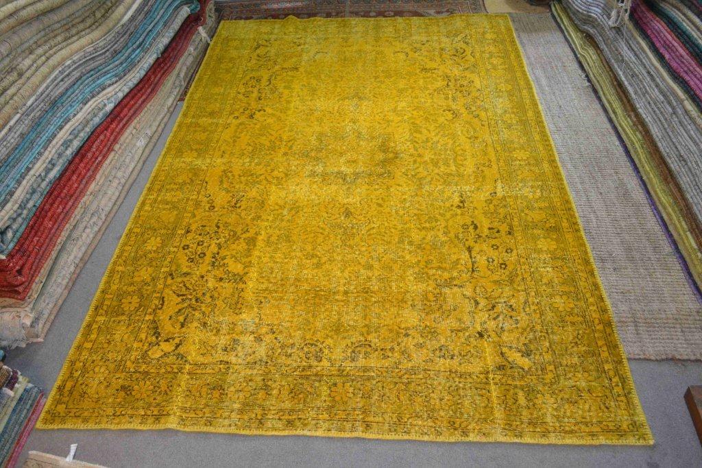 Recoloured klassiek vloerkleed nr 695 (324 cm x 206 cm) tapijt wat een nieuwe hippe trendy kleur heeft gekregen.