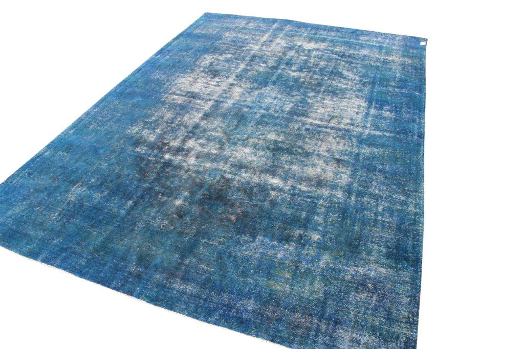 Blauw recoloured vloerkleed nr: 8272 (420cm x 302cm) U kunt dit kleed bij ons online bestellen maar u kunt het ook bekijken en eventueel kopen bij Vos Interieur in Groningen.