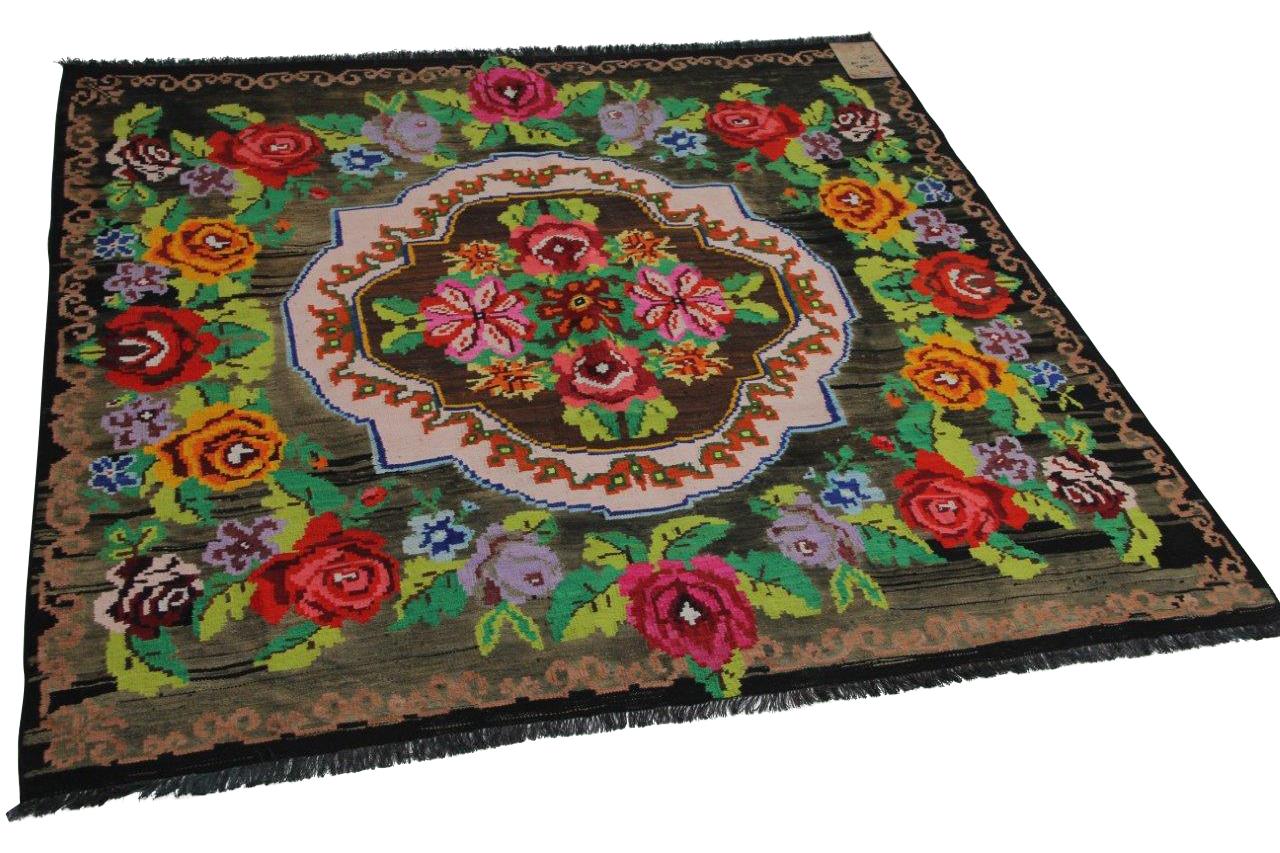 Afbeelding van Authentieke rozenkelim 170cm x 158cm