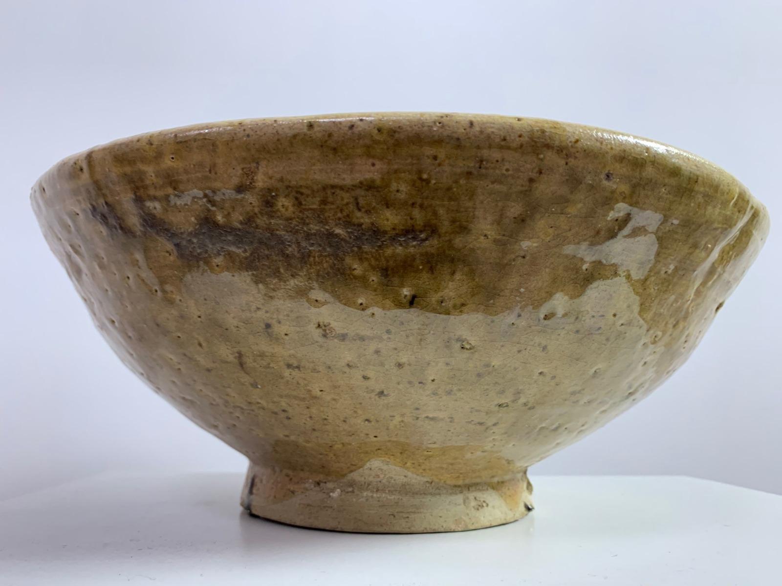 Schaal aardewerk olijfgroen uit Marokko 12cm hoog en 32cm breed (1 stuk op voorraad)