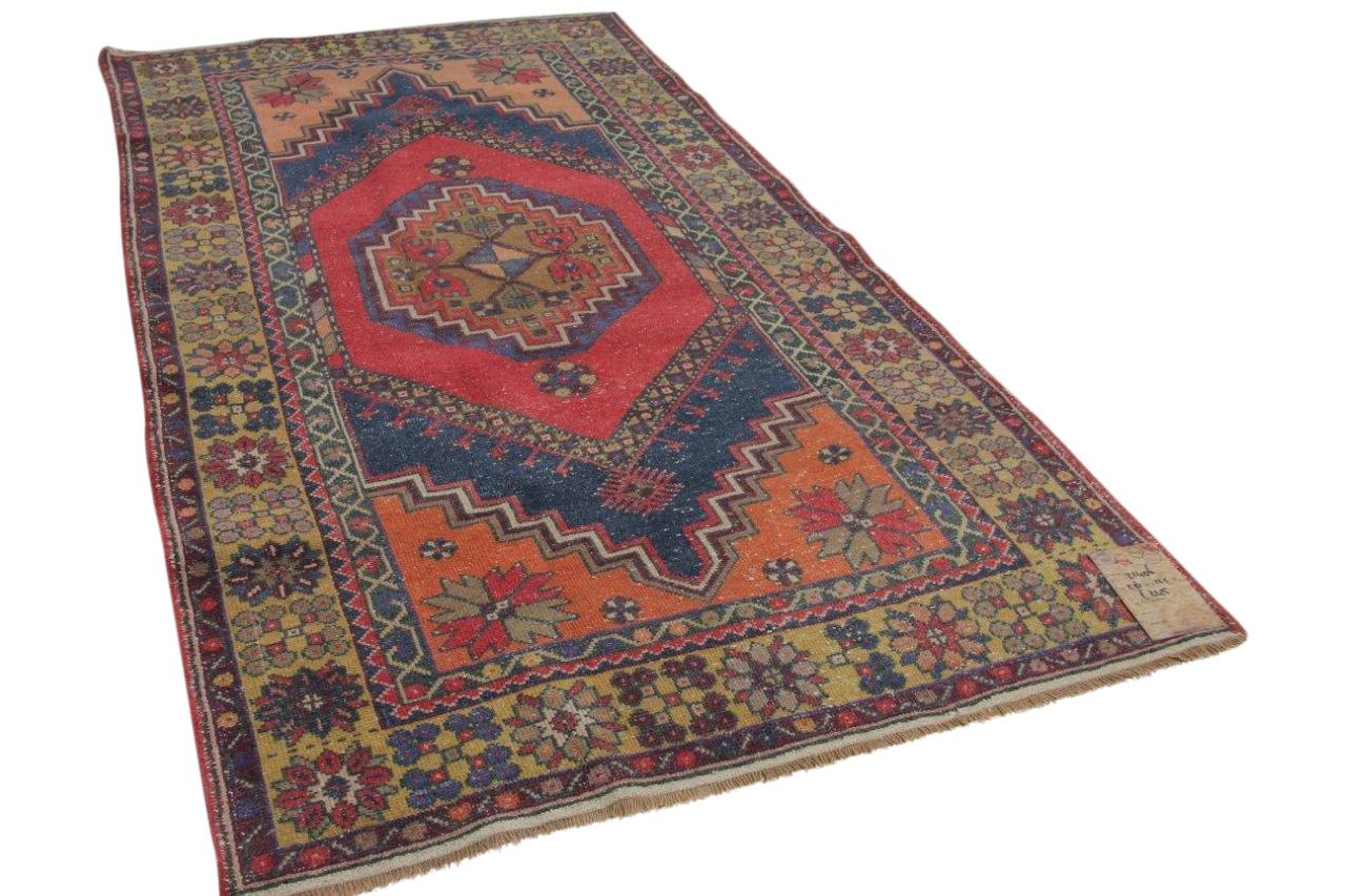 vintage vloerkleed uit Anatolie met diverse kleuren 216cm x 121cm