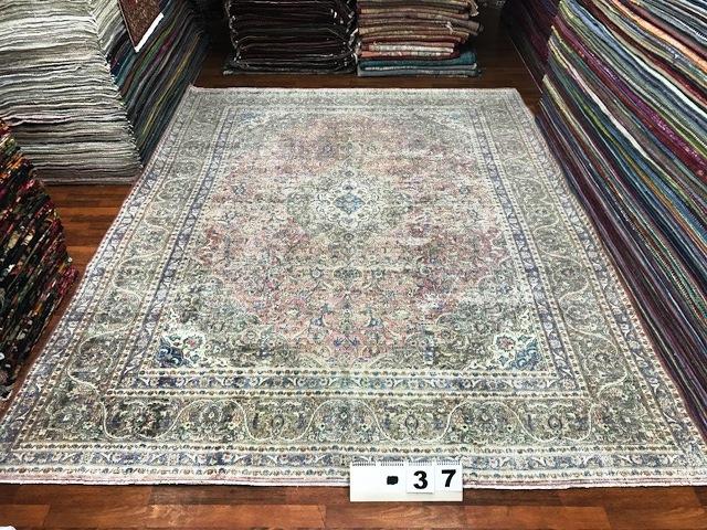 Afbeelding van antiek vloerkleed, 387cm x 289cm dit kleed komt rond 15 april bij ons binnen