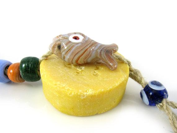 Brok olijfzeep met vis en turkse blauwe ogen